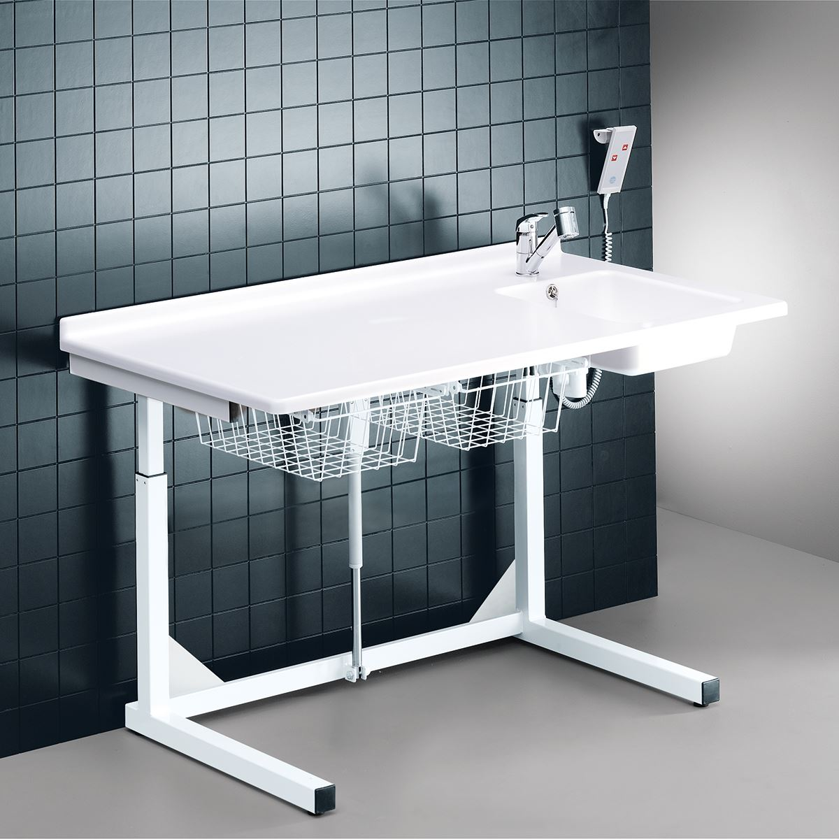 Changing table, 800 x 1400 mm, electrically height adjustable, with sanitary appliances and standard mixer tap